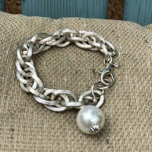 Pretty silver bracelet with faux pearl accent👍💜